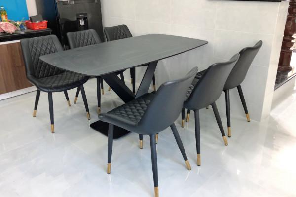 Nội thất TVP bàn giao bộ bàn ăn mặt ceramic ghế loft màu đen nhà chị Kiều Diễm Long An